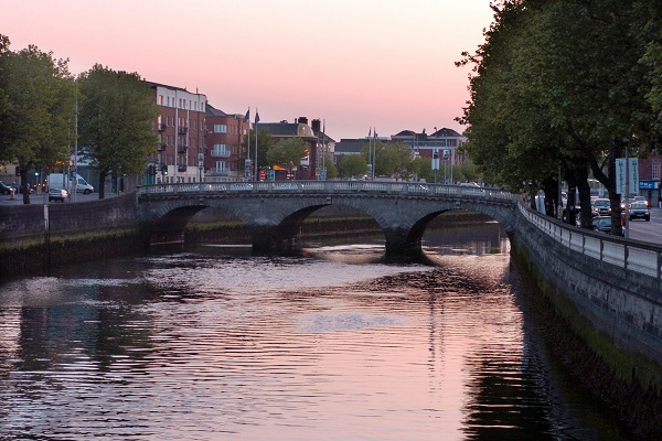 The sun sets over the river Liffey in Dublin. (BARRY CRONIN/AFP/Getty Images)