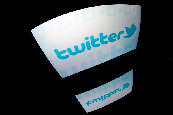 Follow these rules of tragedy tweeting. (LIONEL BONAVENTURE/AFP/Getty Images)