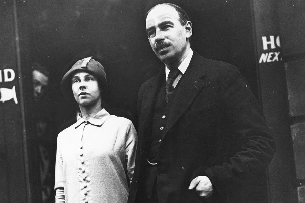 A picture taken after the wedding, in 1925, of John Maynard Keynes and the Russian ballet dancer M Lydia Lopokova.