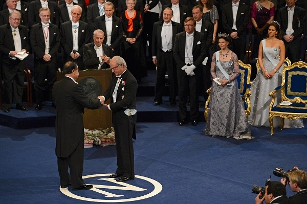 Mo Yan collects the Nobel Prize for Literature last December. Image: Getty