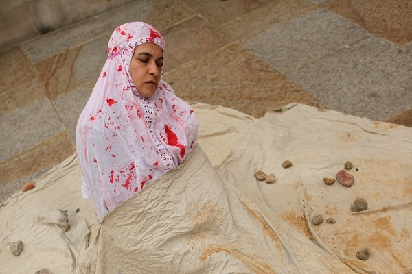 A muslim woman stages a protest against stoning. Other muslims say who is she and who are we to judge. Image: Getty