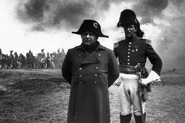 Rod Steiger playing Napoleon on the set of 'Waterloo', the 1970 film by Dino de Laurentis. The battle, Napoleon's final and greatest defeat, is one of the few glaring ommissions from Jeremy Harwood's very good 'Atlas of History's Greatest Military Victories', published by Icon Books. (Photo by Evening Standard/Hulton Archive/Getty Images)