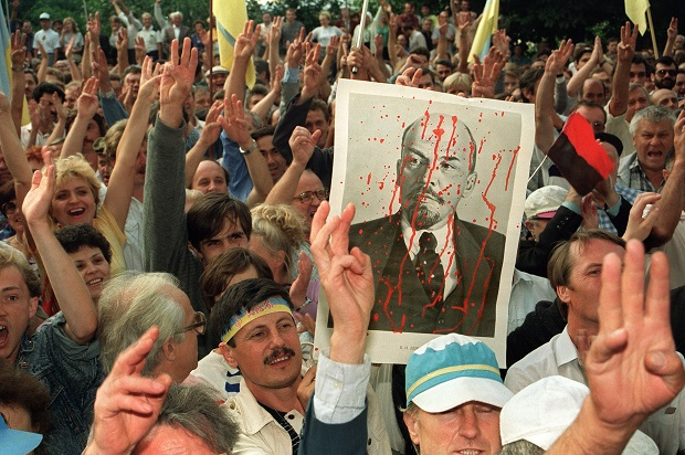 Ukranians demonstrate in front of the Communist Party's central committee headquarters, 25 August 1991, in Kiev, after the Soviet republic declared its independence.  (ANATOLY SAPRONENKO/AFP/Getty Images)