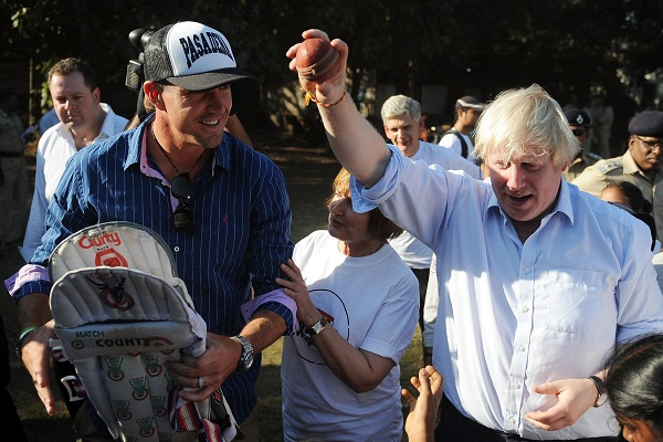 Boris shows KP how it's really done. (PUNIT PARANJPE/AFP/Getty Images)