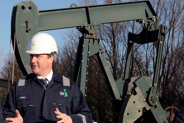 David Cameron tours a Total shale site in Lincolnshire. (AFP PHOTO/Lindsey Parnaby.)