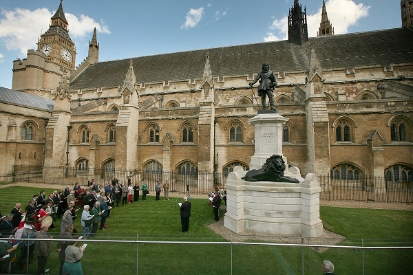 Oliver Cromwell's statue outside Westminster. The beliefs of the Civil War parliamentarians are a strong theme in Douglas Carswell's new book, The End of Politics. Image: Getty.