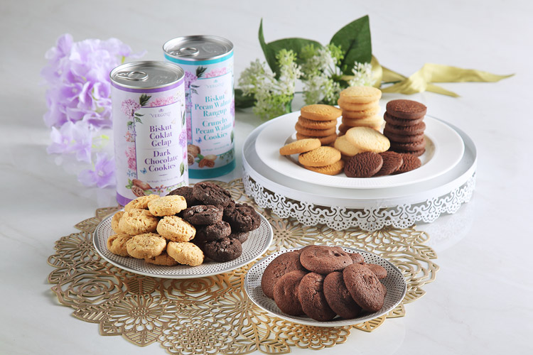 Celebrate Raya with cookies and snacks from Amway