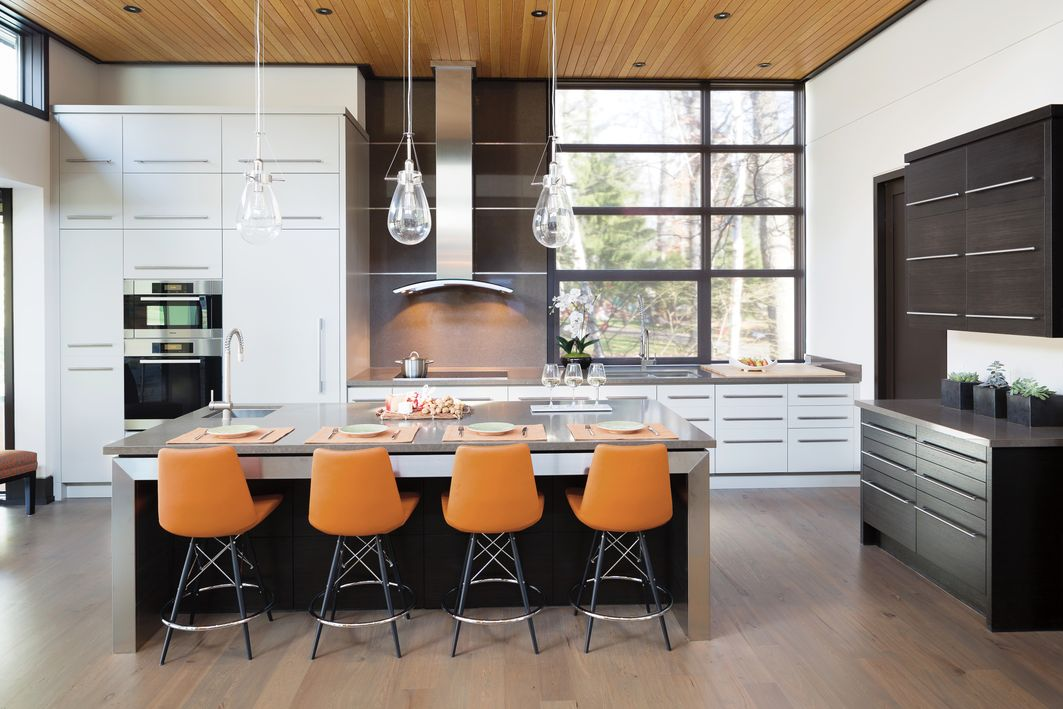 Black windows stacked vertically in modern two-toned kitchen