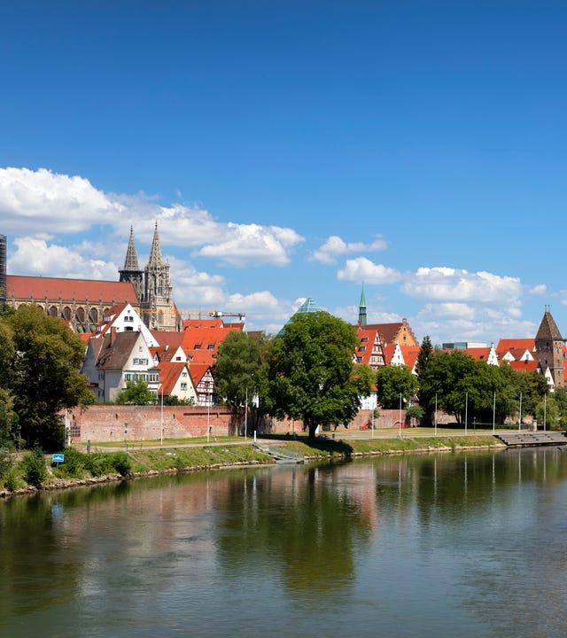Blick auf das Ulmer Münster und die Donau