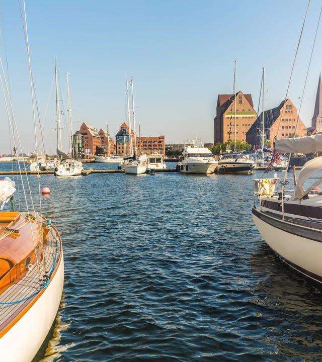 Rostock ist eine norddeutsche Groß-, Universitäts- und Hansestadt an der Ostsee. Hier der Blick vom Hafen.