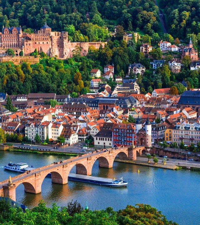Sehenswürdigkeiten und schönsten Städte Deutschlands - mittelalterliches Heidelberg mit Karl Theodor Brücke .