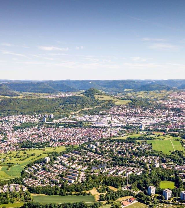 Luftaufnahme über Reutlingen und die Schwäbische Alb