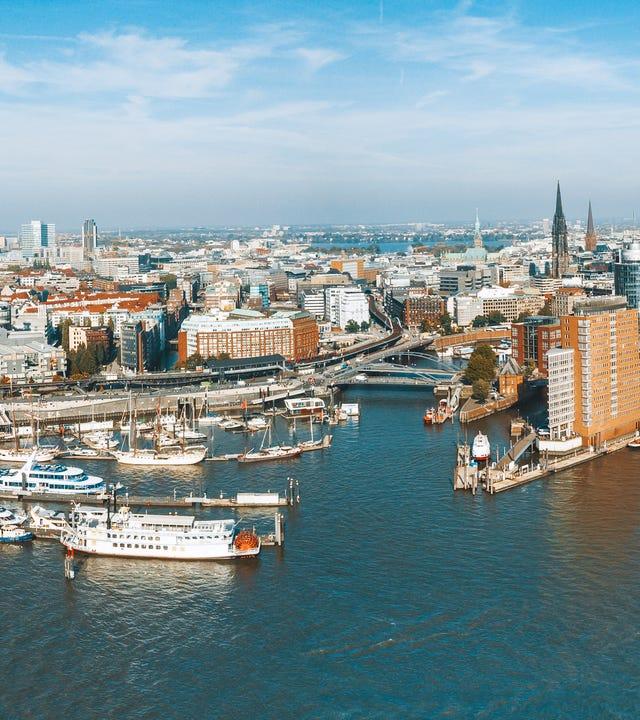 Luftbild vom Ufer auf Hamburger Stadtbild .